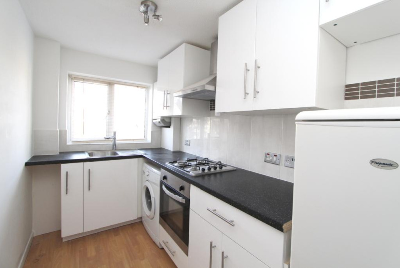 Flat/apartment to rent in Ealing & Acton - April Close, Hanwell, W7