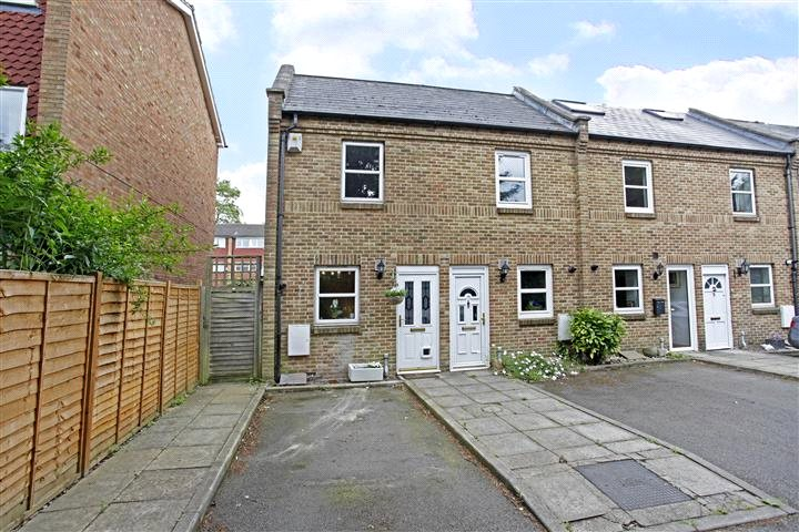 House for sale in Blackheath - Millers Meadow Close, Blackheath, SE3