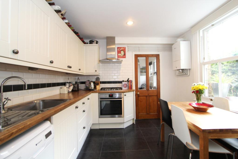 Flat/apartment to rent in Ealing & Acton - Lynton Avenue, Ealing, W13
