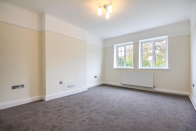 Flat/apartment to rent in Brentford & Isleworth - Gloucester Court, Kew Road, Kew, TW9