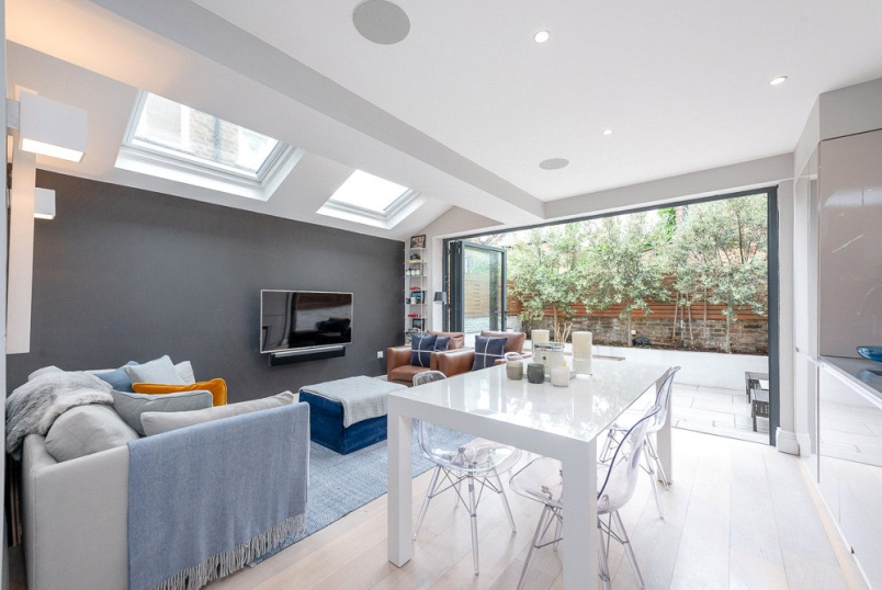Flat/apartment for sale in Kensal Rise & Queen's Park - Fifth Avenue, London, W10