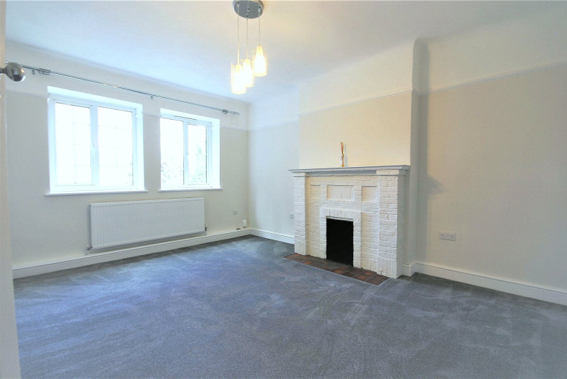 Flat/apartment to rent in Brentford & Isleworth - Gloucester Court, Kew Road, TW9