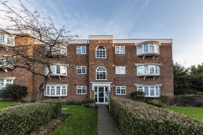 Robertson Smith & Kempson | Properties for sale in Colindale