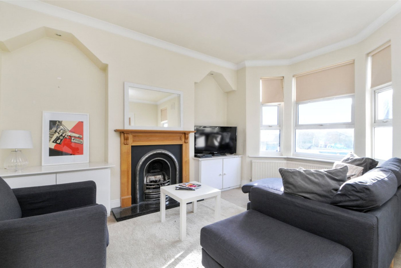 Flat/apartment to rent in Shepherds Bush & Acton - Cobbold Road, London, W12
