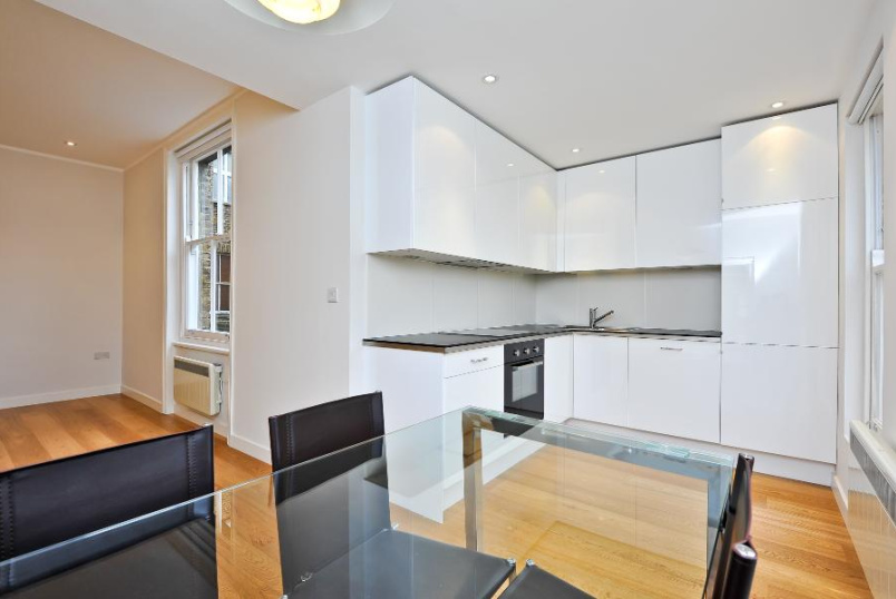Flat to rent in  - BRIXTON ROAD, SW9