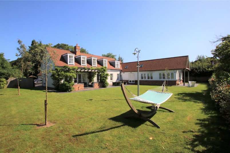 House to rent in Reading - Satwell, Rotherfield Greys, Henley-on-Thames, RG9