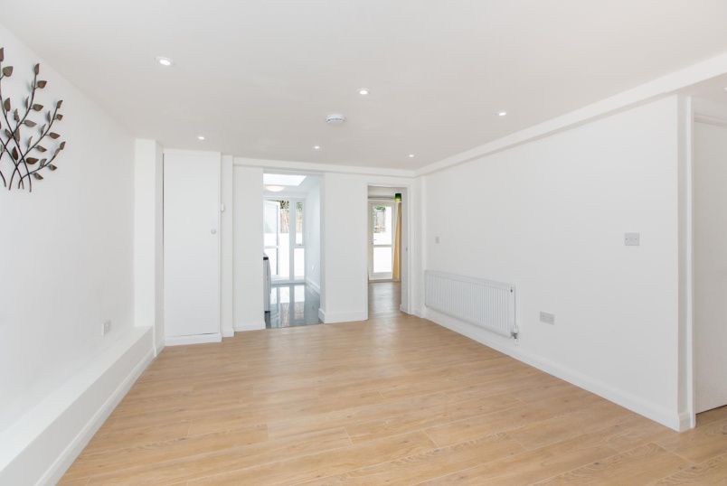 Flat/apartment to rent in North Kensington - Harrow Road, London, W10