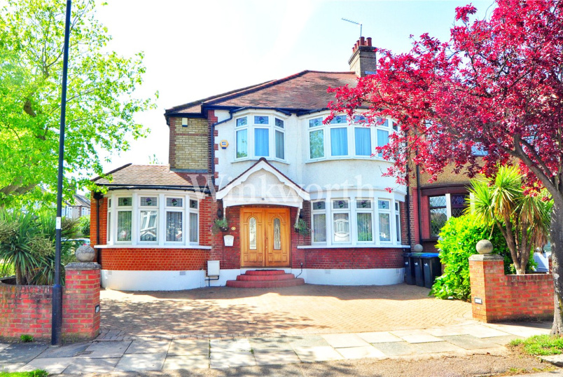 House for sale in  - Hillfield Park, London, N21