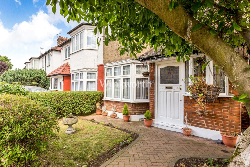 House for sale in  - River Avenue, London, N13