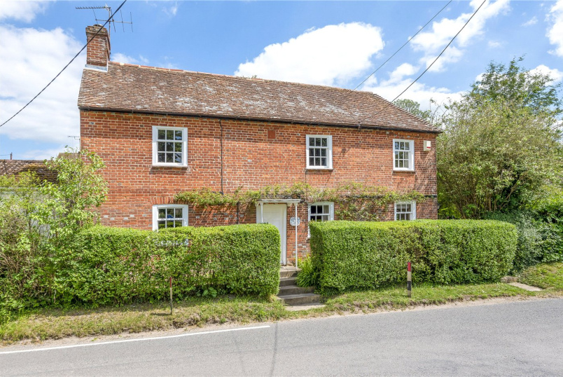 House for sale in Winchester - Barton Stacey, Winchester, Hampshire, SO21