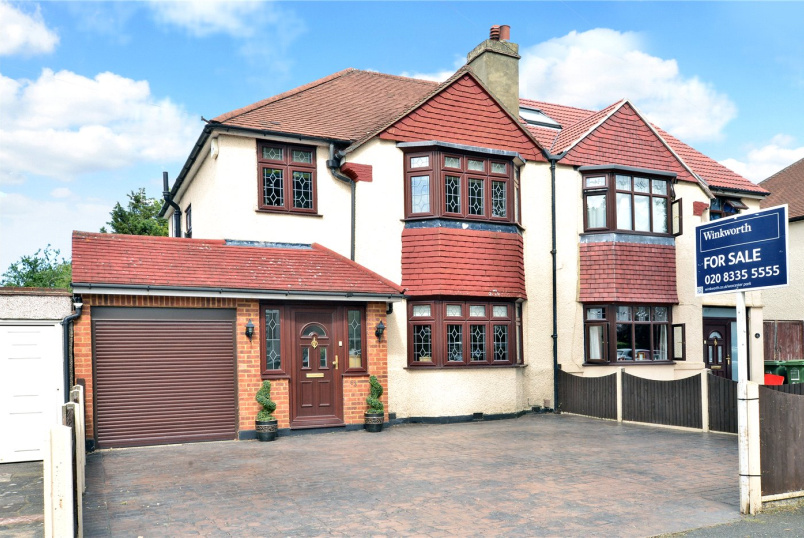House for sale in Worcester Park - Burnham Drive, Worcester Park, KT4