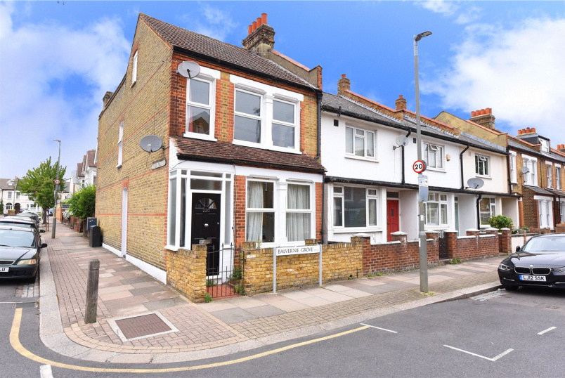 Maisonette for sale in  - Balvernie Grove, London, SW18