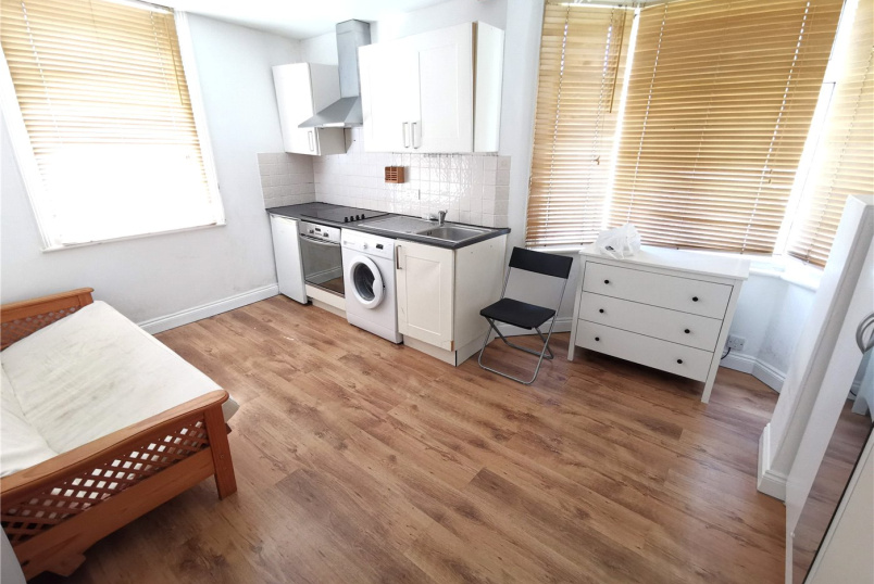 Flat/apartment to rent in Bow - Portway, London, E15