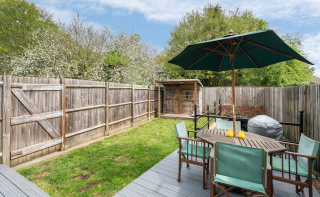 Characterful cottage close to open countryside