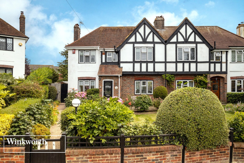 House for sale in Brighton & Hove - Elm Drive, Hove, East Sussex, BN3
