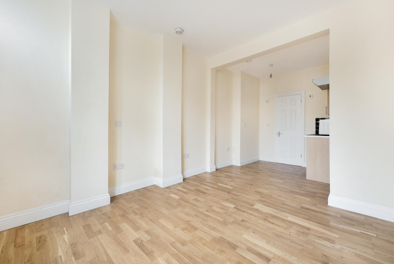 Flat to rent in Kennington - HARTINGTON ROAD, SW8