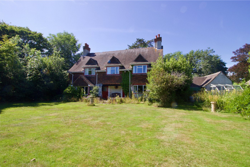 House to rent in Milford On Sea - Manor Road, Milford on Sea, Lymington, SO41