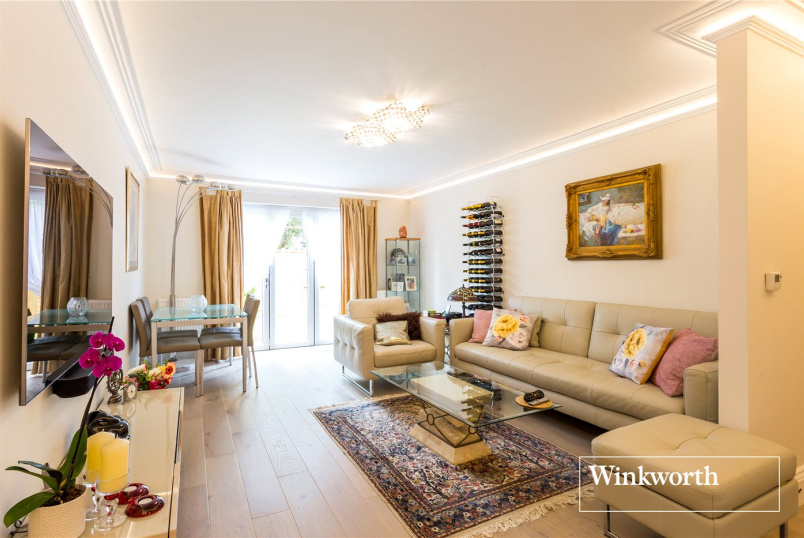 Maisonette for sale in  - Woodberry Gardens, North Finchley, N12