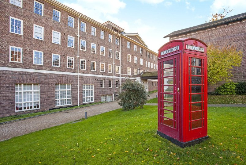 Flat/apartment for sale in Southfields - Gilbert Scott Building, Scott Avenue, London, SW15