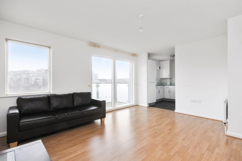 Flat/apartment to rent in Shepherds Bush & Acton - Du Cane Road, London, W12