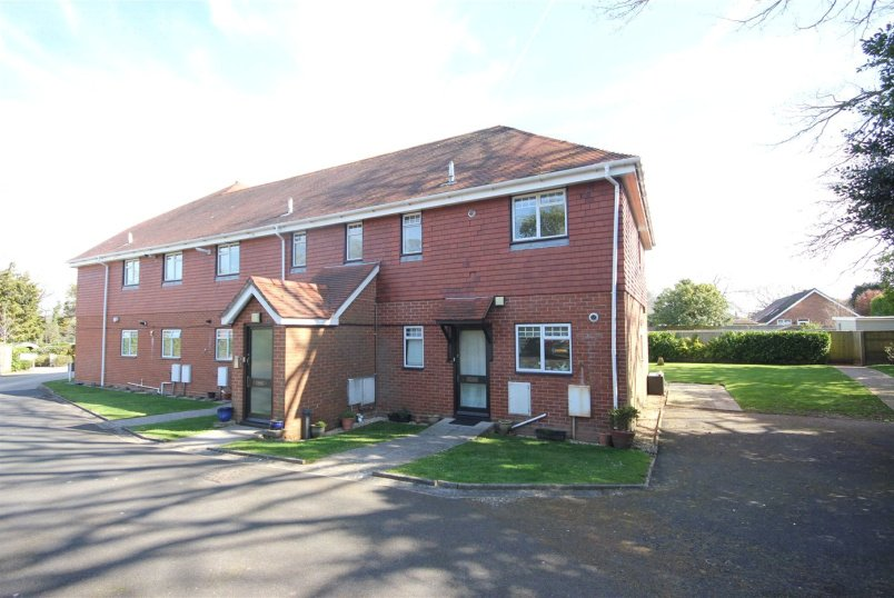 Flat/apartment to rent in Highcliffe - Waterford Lodge, 87 Bure Lane, Christchurch, BH23