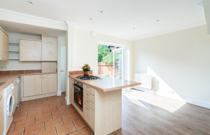 Centre of Dorking - close to shops and a short walk to train stations