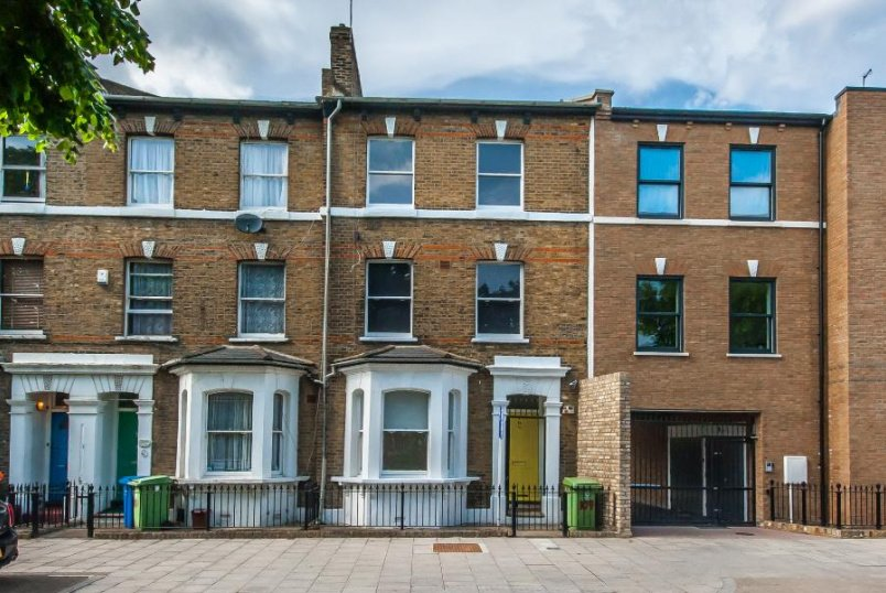 House - terraced to rent in  - CHATHAM STREET, SE17