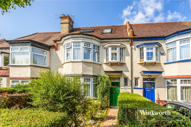 House for sale in  - Queens Avenue, Finchley, N3