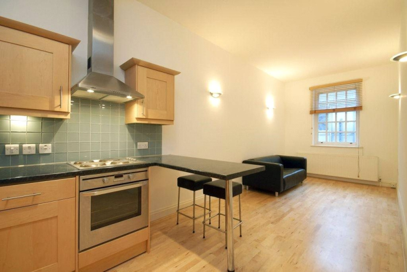 Flat/apartment to rent in West End - Berwick Street, Soho, W1F