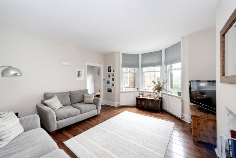 Flat/apartment for sale in Tooting - Trinity Road, London, SW17