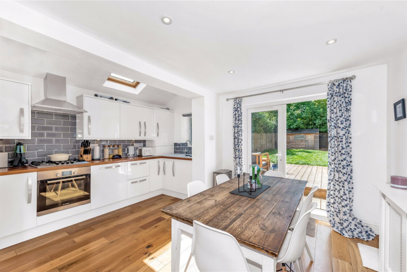 Maisonette for sale in Tooting - Charlmont Road, London, SW17