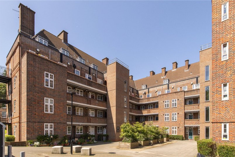 Flat/apartment for sale in Herne Hill - Tilson House, Tilson Gardens, London, SW2