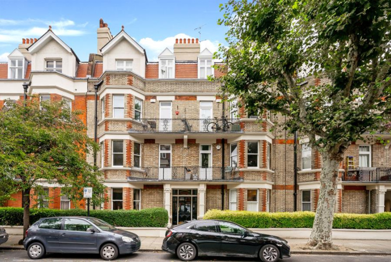 Apartment for sale in St Johns Wood - CASTELLAIN MANSIONS, LONDON W9 1HG