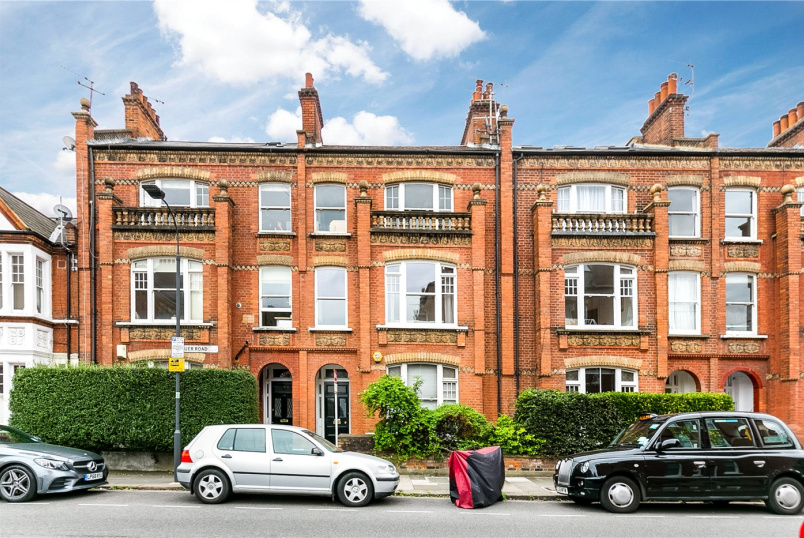 Flat/apartment for sale in Fulham & Parsons Green - Buer Road, London, SW6
