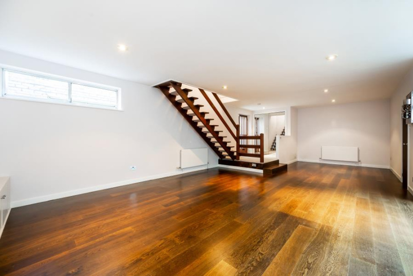 Mews to rent in St Johns Wood - 3 ERSKINE MEWS, PRIMROSE HILL, NW3 3AP