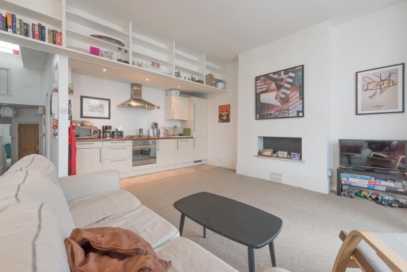 Flat/apartment to rent in Kensal Rise & Queen's Park - Creighton Road, London, NW6