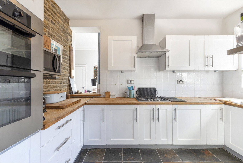 Maisonette for sale in Tooting - Lucien Road, London, SW17