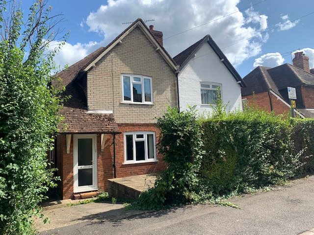 House for sale in Guildford - Raymond Crescent, Guildford, Surrey, GU2