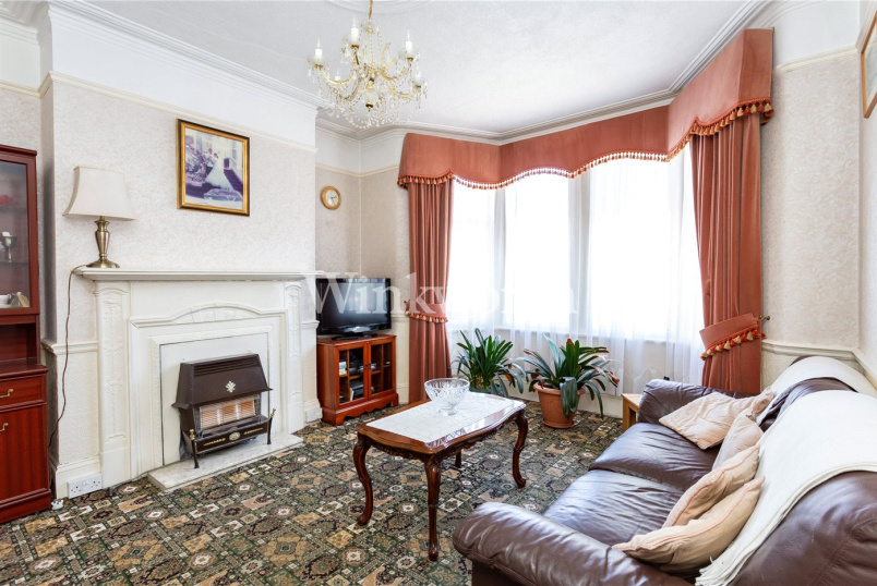 House for sale in Palmers Green - Lightcliffe Road, London, N13
