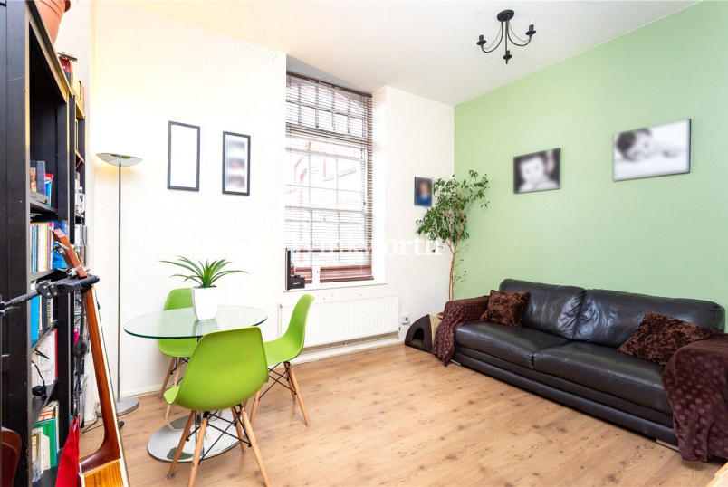 Flat/apartment for sale in Palmers Green - Banting Drive, London, N21