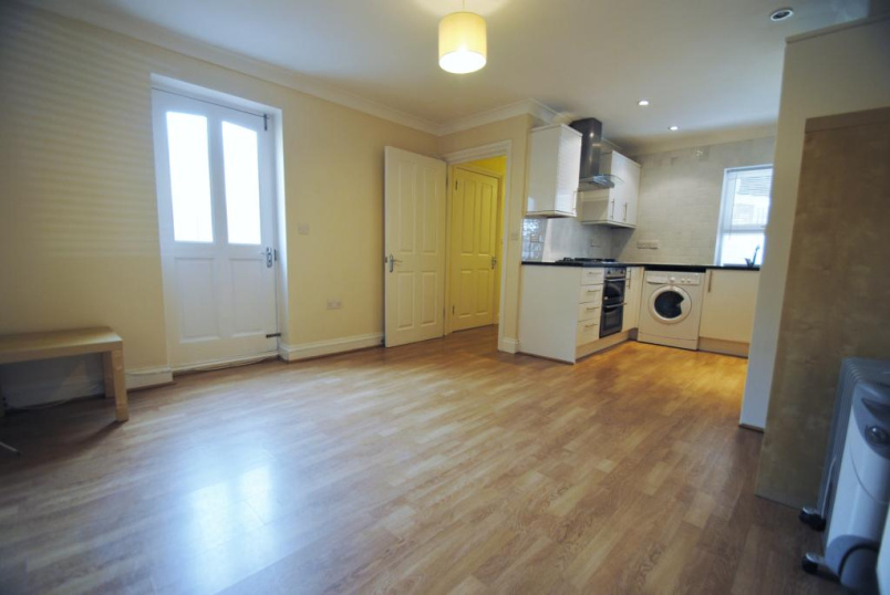 House to rent in Kentish Town - Highgate Road, London, NW5
