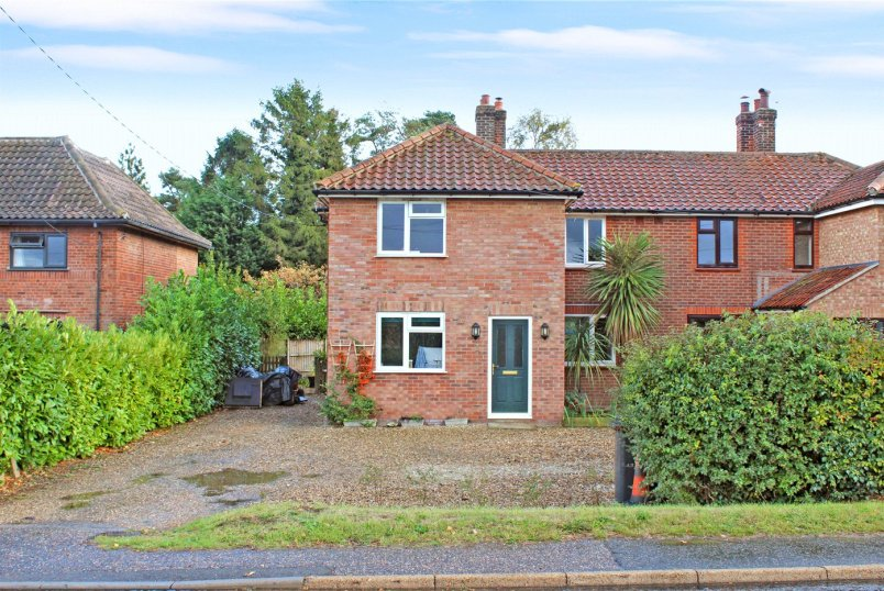 House for sale in Poringland - The Turnpike, Bunwell, Norwich, NR16