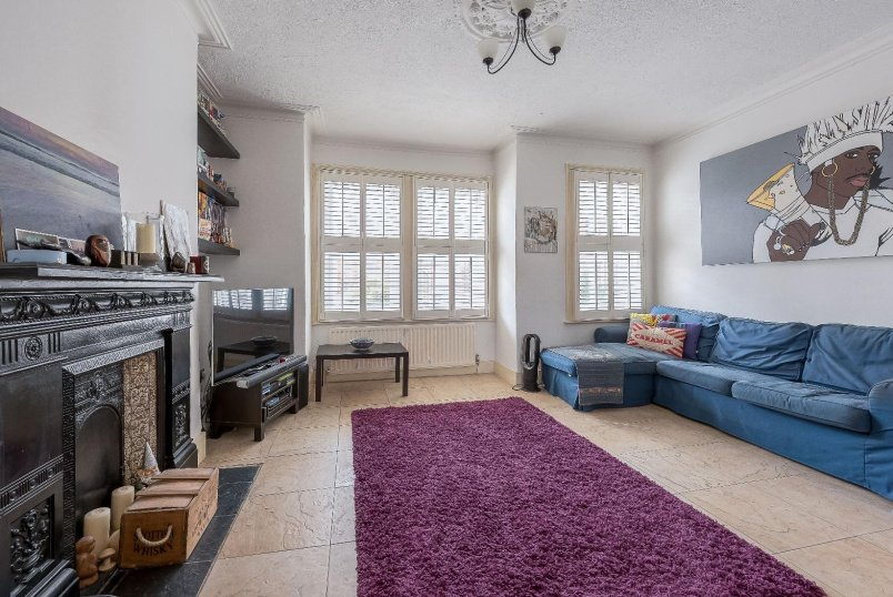 Flat to rent in Kennington - HEYFORD AVENUE, SW8