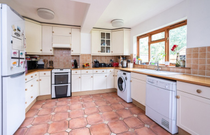 Private Cul de Sac close to Dorking's train stations & The Ashcombe School
