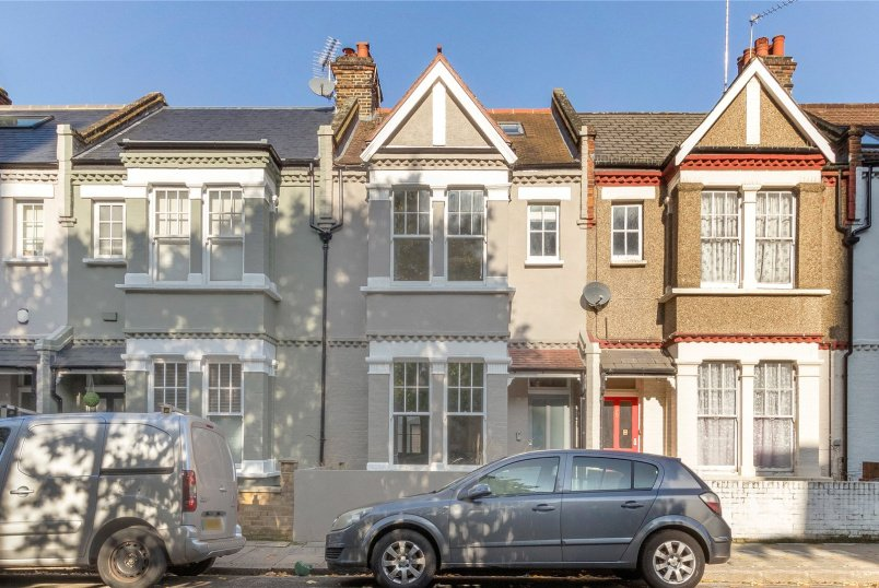 House for sale in North Kensington - Shinfield Street, London, W12