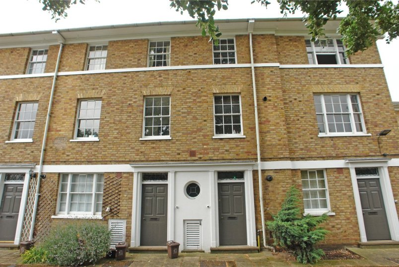 Maisonette to rent in Dulwich - Langford Green, Camberwell, SE5