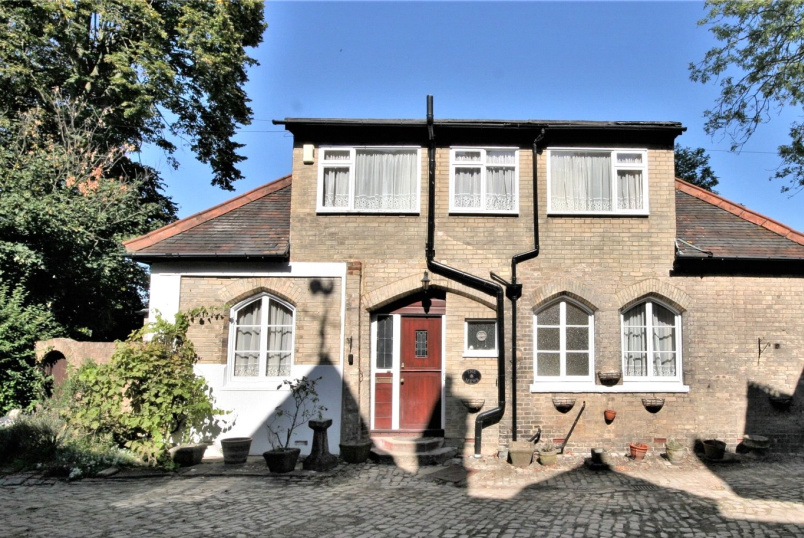 Cottage for sale in  - Kelsey Lane, Beckenham, BR3