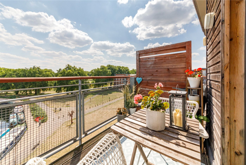 Flat/apartment for sale in Hackney - Waterfront House, Harry Zeital Way, London, E5