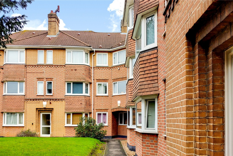 Flat/apartment for sale in Surbiton - South Bank Lodge, South Bank, Surbiton, KT6