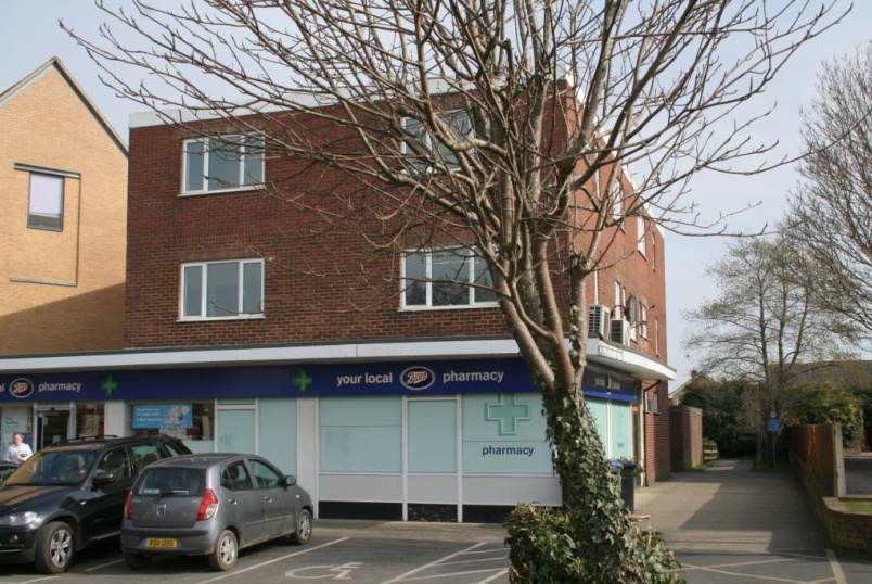Flat/apartment to rent in Basingstoke - Hook Parade, Station Road, Hook, RG27